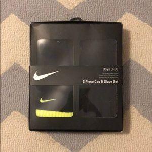 Nike 2 pc cap and glove set